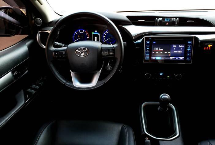 ToyotaHilux2.8usadamisionesposadascarmak15
