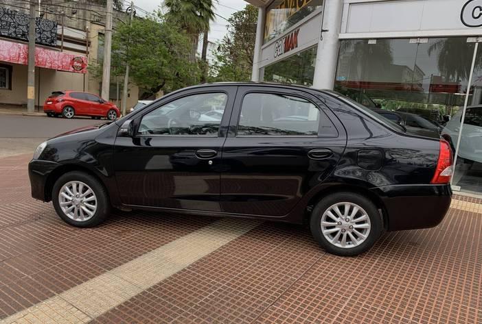 ToyotaEtiosUsadoCarMak4