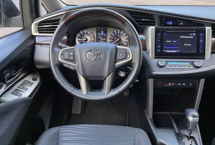 ToyotaInnovaAutosUsadosPosadasCarmak15